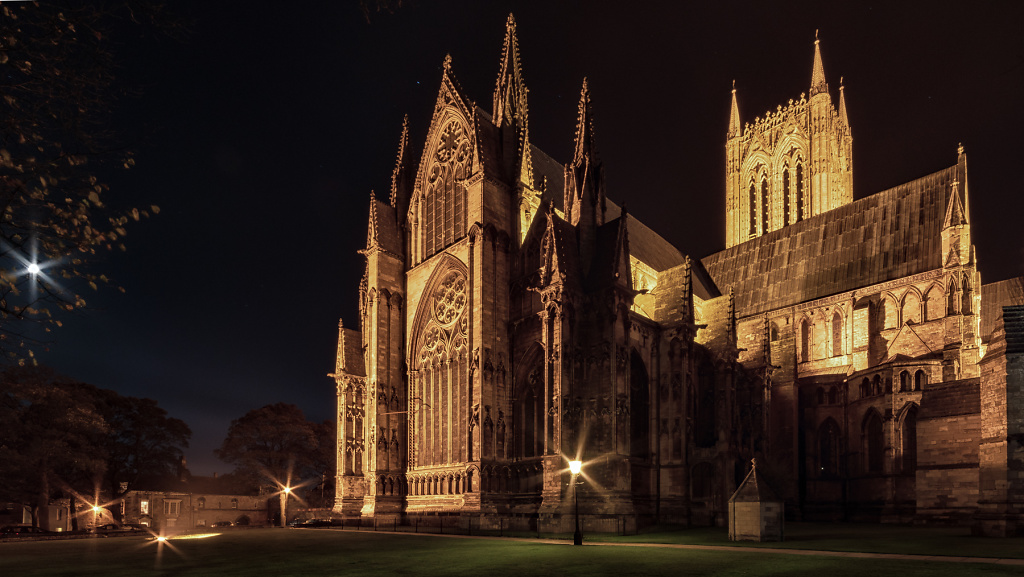 Lincoln-Cathedral-eastgate-view.jpg
